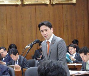 法務委員会で、司法修習生への経済支援について質問。若い法曹の皆さんの運動の成果!