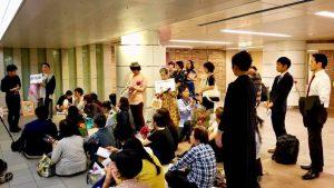 東京駅地下道で行われたフラワーデモへ