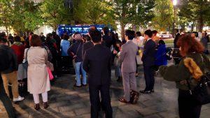東京駅前での フラワーデモに参加